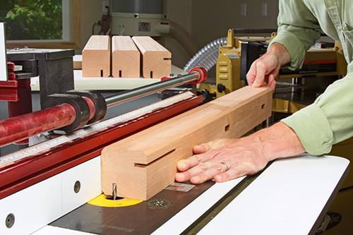 island leg cutting on router table
