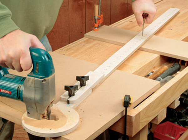 Shop-made plywood circle cutting jig for jigsaw or router
