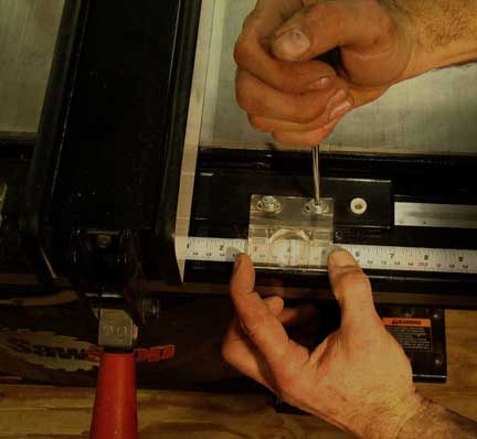 Adjusting the cursor on the table saw fence