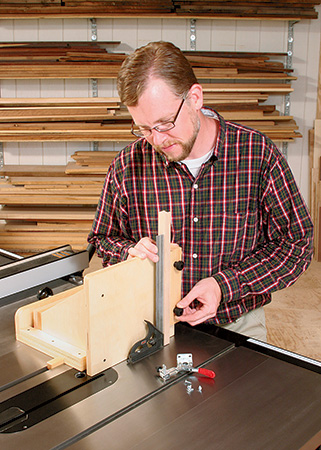 Attaching adjustable tenoning jig to a table saw