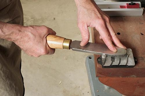 Burnishing a tungsten carbide scraper