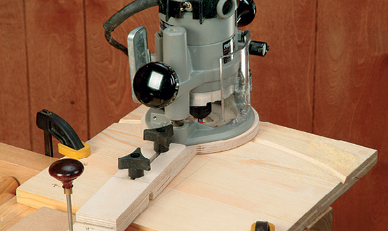 Using a circle cutting jig with a router installed