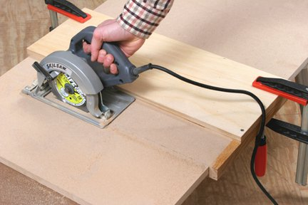Cutting plywood panel using a crosscutting jig and circular saw