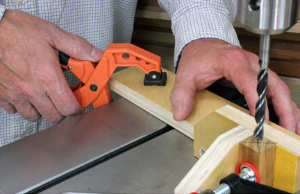 Clamping alignment jig to drill press table