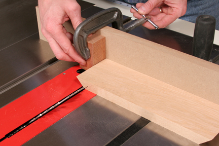 Clamping block to miter gauge fence