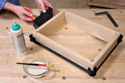 Clamping frame with spline joints during glue-up