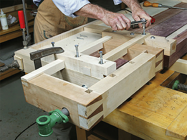 Clamping project to the end of a workbench