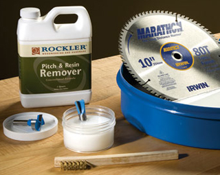 Cleaning a table saw blade with Rockler pitch and resin remover
