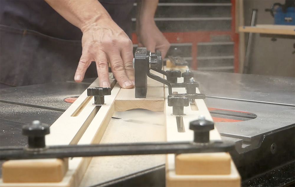 Setting up a table saw jig to make cove cuts