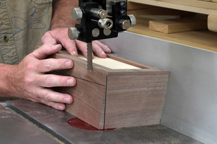 Cutting sides of continuous grain box with band saw