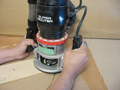 Using a router and a trammel to make a circle cut