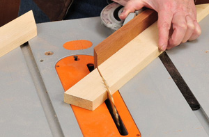 Using a table saw to make miter joint cuts