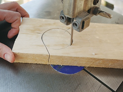 Cutting out shrink box lid with an angled band saw