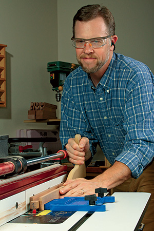 Cutting grooves in storage box rails at a table saw