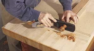 Edge planing using shooting board as a guide