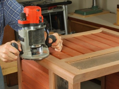 Using a mid-size plunge router to make cuts in chair slats