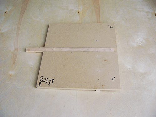 Jig for cutting circles on a disc or belt sander