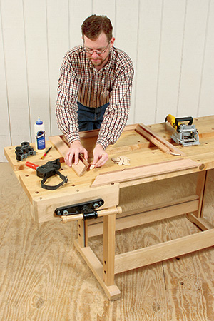 Biscuit corner joinery for picture frame