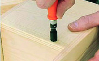 Screwing a countersink with a handheld tool