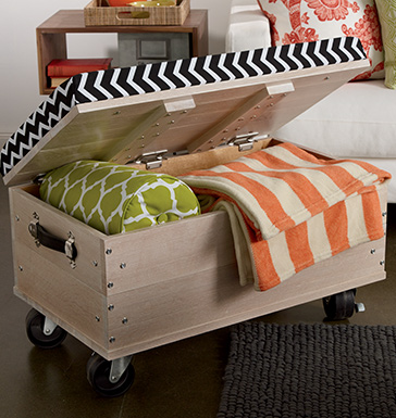 Blanket chest with torsion hinges