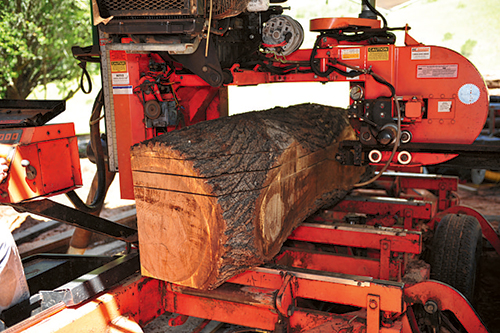 Making even planks using a band saw mill
