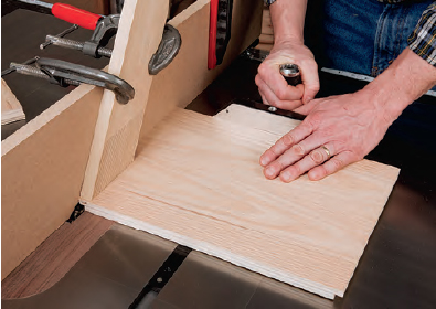 using a featerboard to help make a rabbet cut