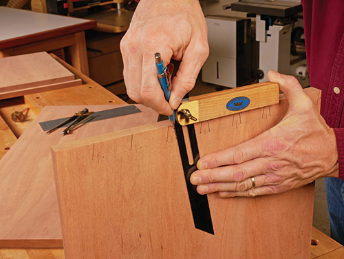 Marking out dovetail angles with a bevel gauge