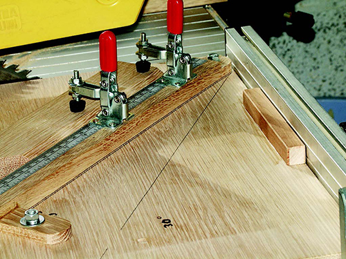 Marking positioning for swivel arm for various angle cuts on miter cutting sled