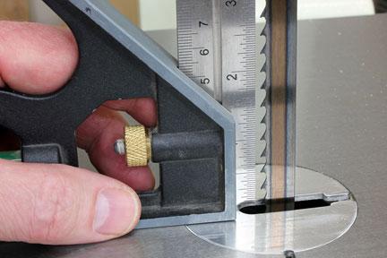 Measuring the gap between ban saw teeth