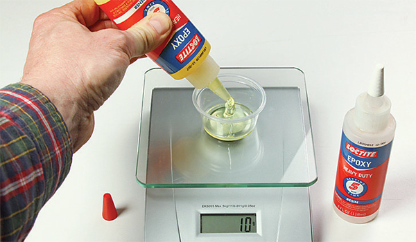 Mixing and measuring epoxy resin and hardner