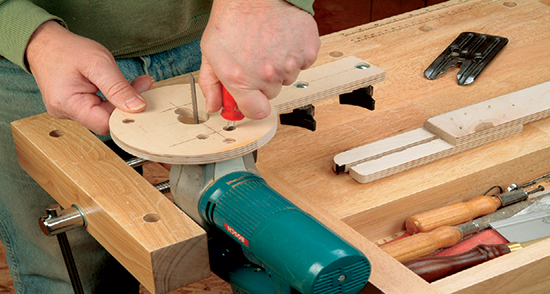 Mounting a jigsaw onto the baseplate of a circle cutting jig