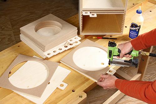 Attaching storage guards to saw blade storage trays