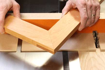 Frame made with half-lap miter joint