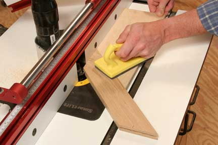 Guiding miter joint cut with push block