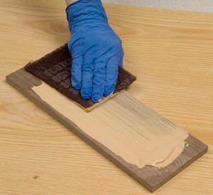 Sanding down a layer of oil-based pore filler