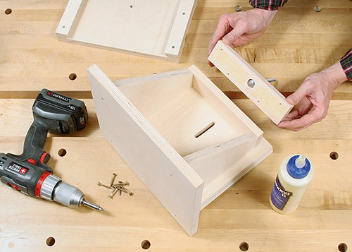 Adding carriage bolt and knob to adjustable tenoning jig