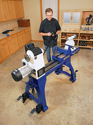 Using controller to adjust extendable lathe bed