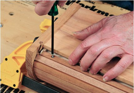 Attaching the tambour sheet to the drawer